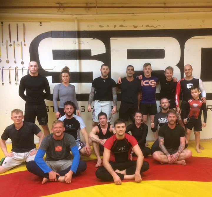 Brasiliansk Jiu-Jitsu Steg 3 är klassen för klubbens högsta graderade inom sport…