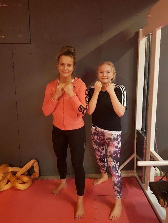 Stort grattis till Clara och Elsa som igår slutförde sin MMA/Thaiboxning Steg 1 …