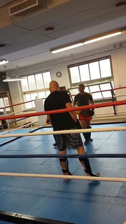 Thaiboxning Steg 2 & 3 körde kombinationer idag! Kul att se både nya och gamla a…