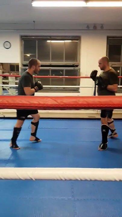 På kvällens Thaiboxning Steg 3 övades det på att fightas southpaw! Mycket lärori…