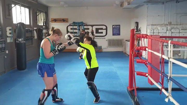 På gårdagens Thaiboxning för kvinnor var det sparring på schemat.  Det gavs och …